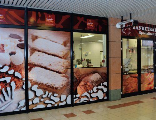 Neem een kijkje in onze bakkerij, terwijl u wacht!